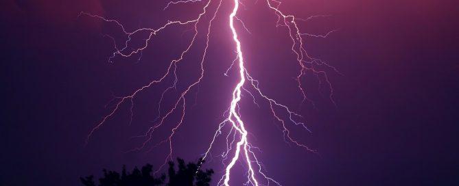robotgräsklippare åska blixtar thunder